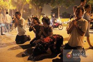 Chùm ảnh : Những tiếng khóc nghẹn ngào nức nở trước cửa nhà Đại tướng Võ Nguyên Giáp